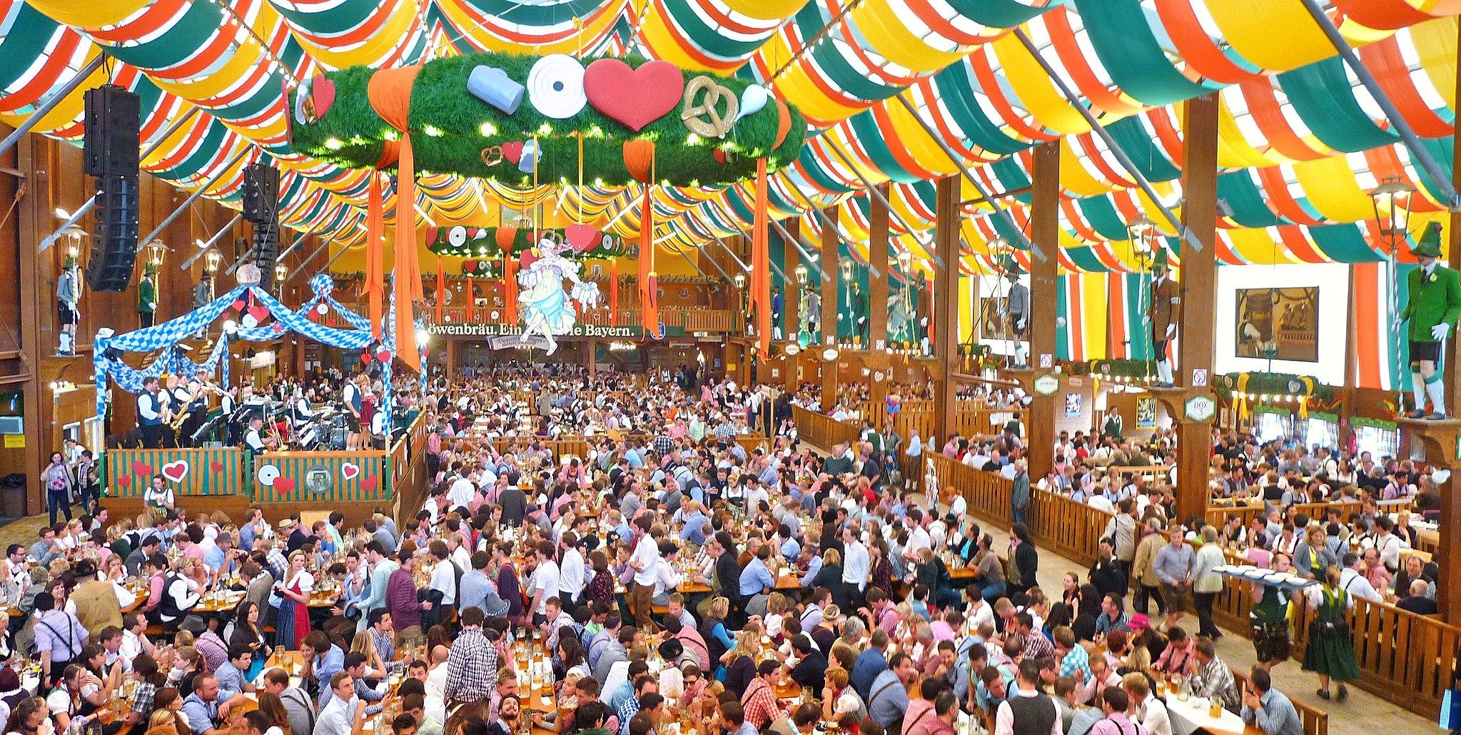2048px-München,_Schützen-Festzelt,_Oktoberfest_2012_(01).jpg