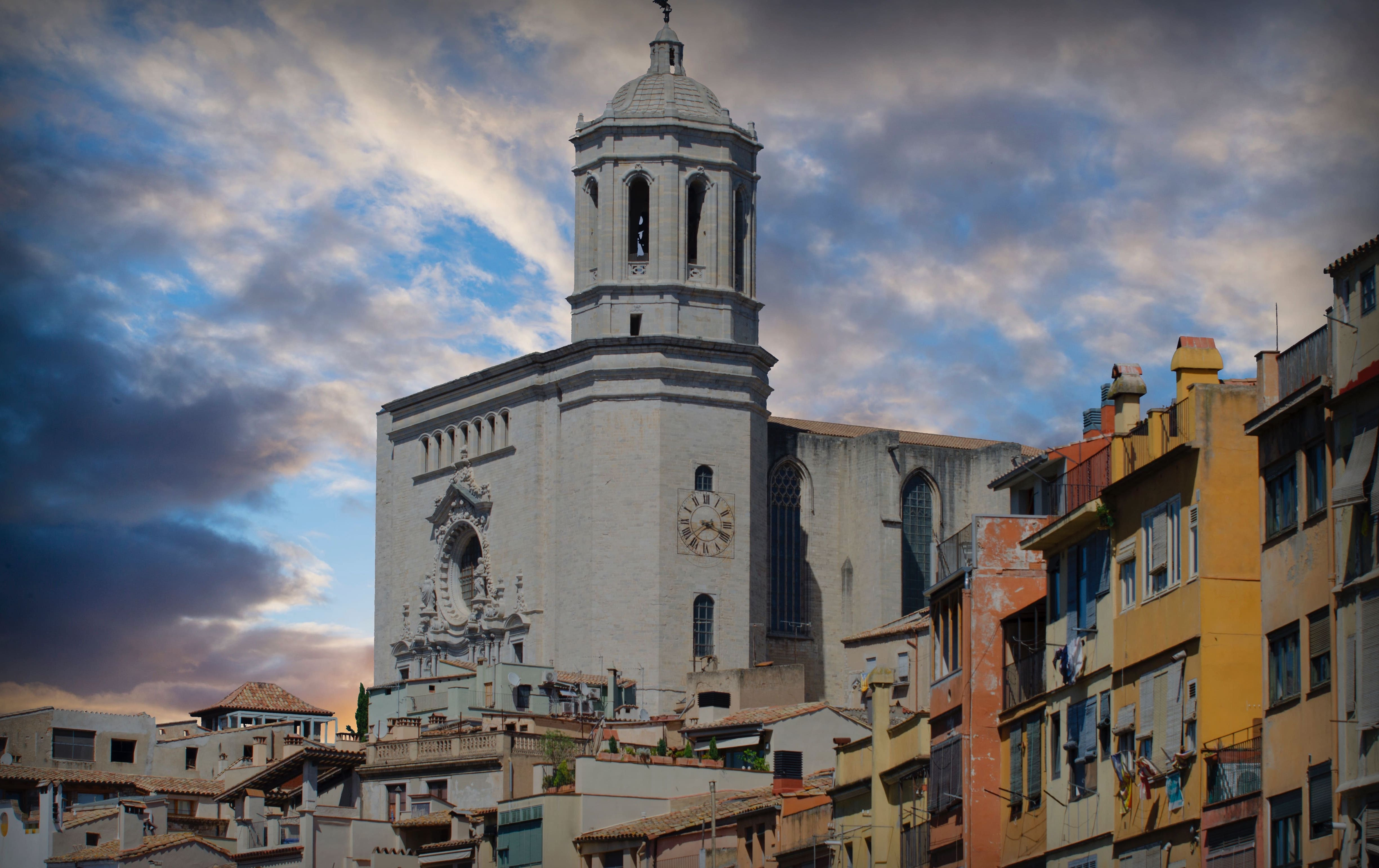 day-trips-around-barcelona-girona.jpg