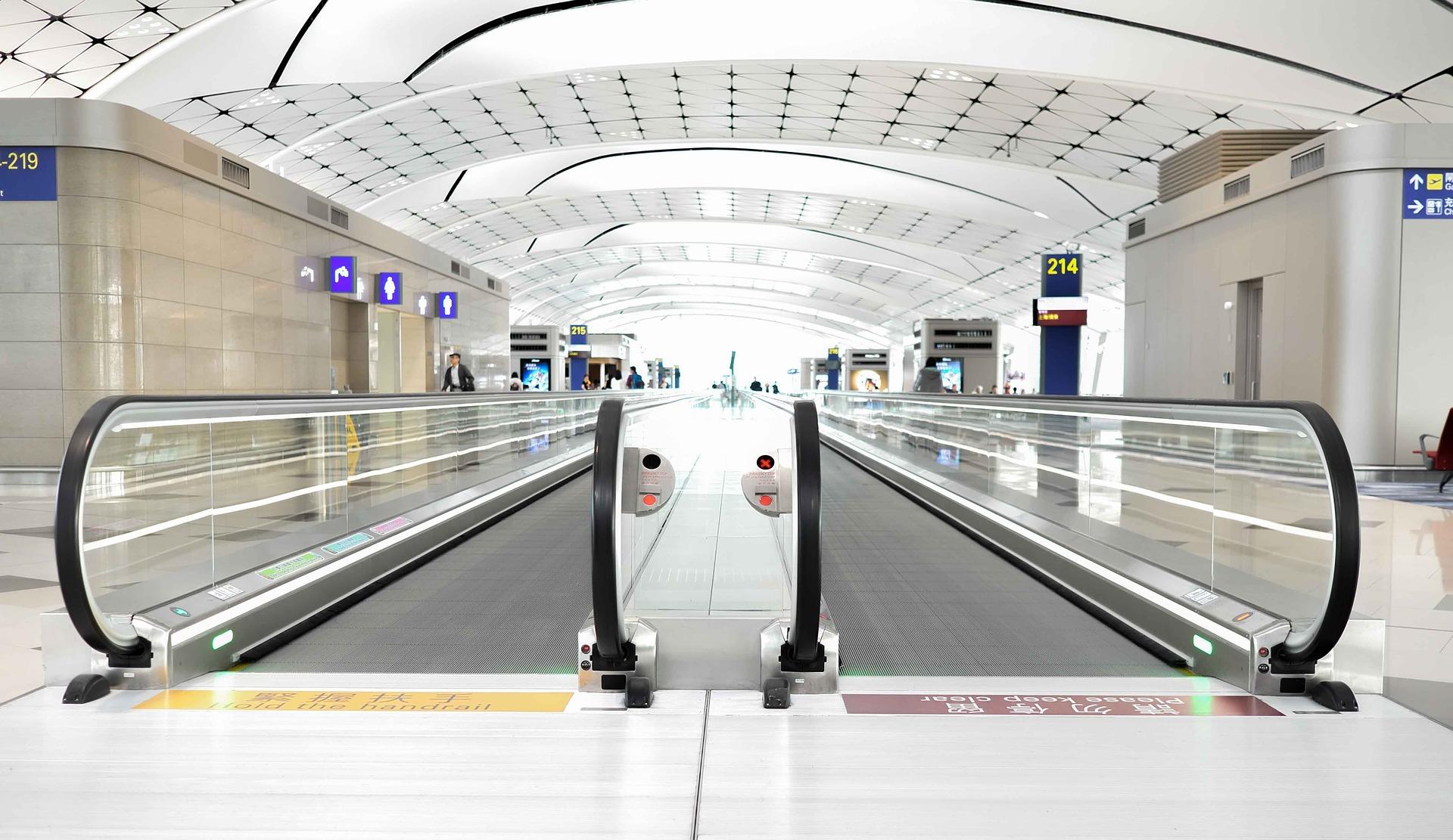 airport-2471662_1920.jpg