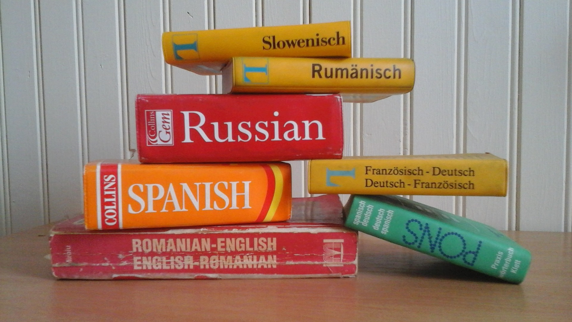 dictionary-2317654_1920.jpg