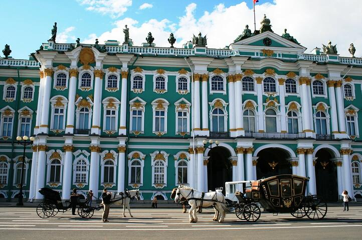 winter-palace-215727_1920.jpg